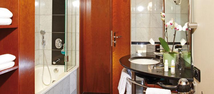 Das Badezimmer der Juniorsuite