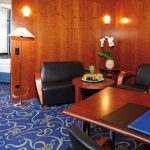 Schreibtisch und Sitzecke der Suite