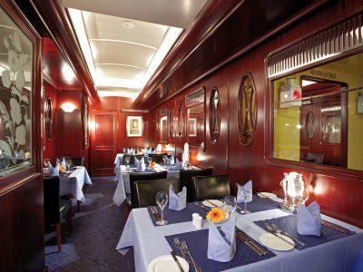 Essen in ruhiger Atmosphäre im Separee des Restaurant Steaktrain