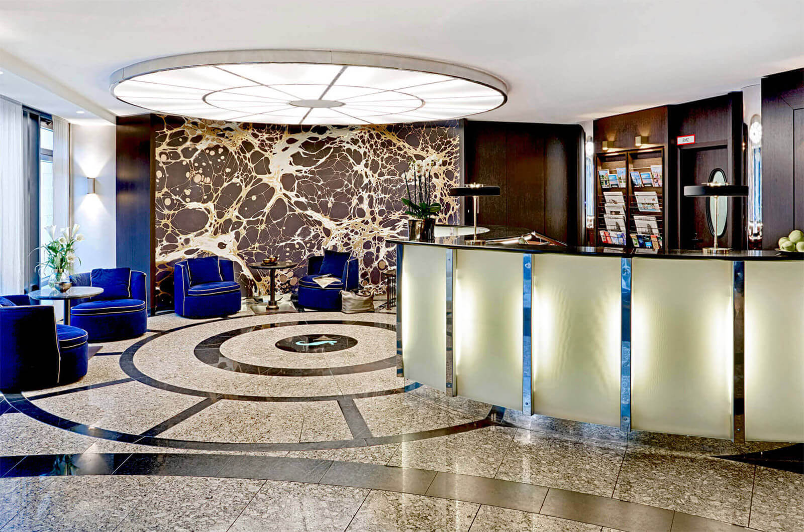 Ausgezeichnet Nehmen Sie Ein Objektives Hotel An Der Rezeption Auf ...